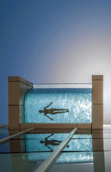 Подвесной бассейн в InterContinental Dubai.