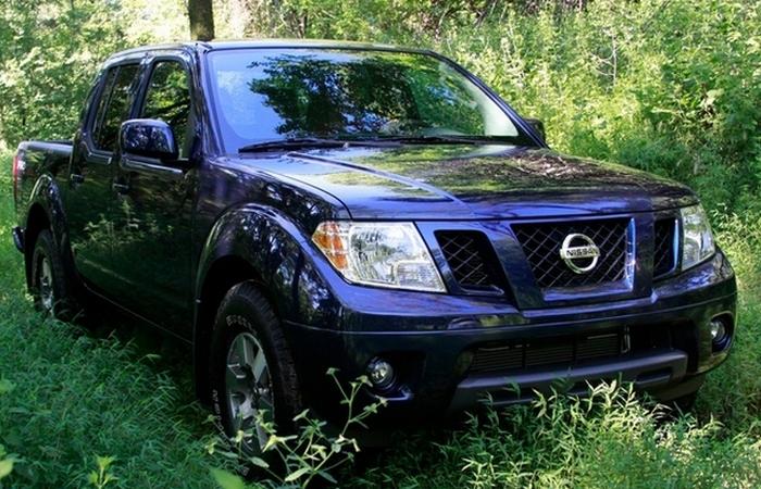 Автомобиль Nissan frontier Pro-4X.