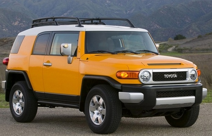 Автомобиль Toyota FJ Cruiser.