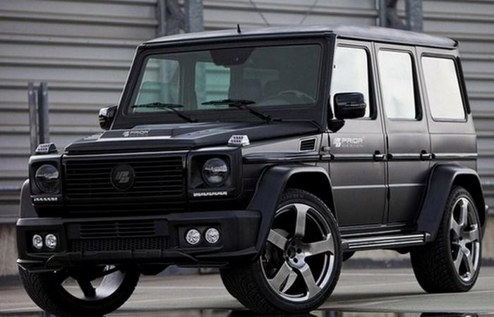 Автомобиль Mercedes-Benz G-класс.