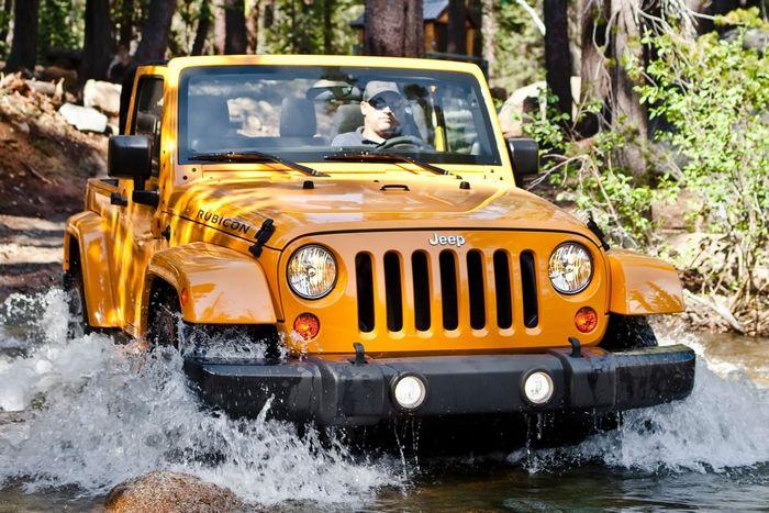 Автомобиль Jeep Wrangler.