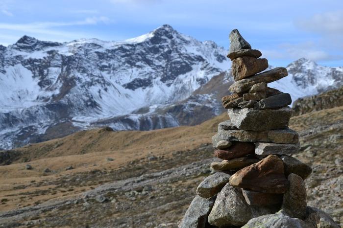 Для этого же в горах делают пирамидки. ¦Фото: pxhere.com.
