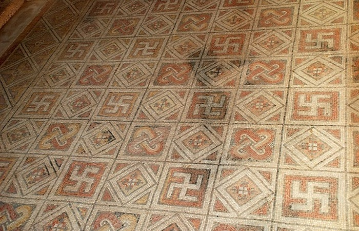 Свастика в римских мозаиках.