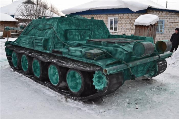 Танковик в засаде.