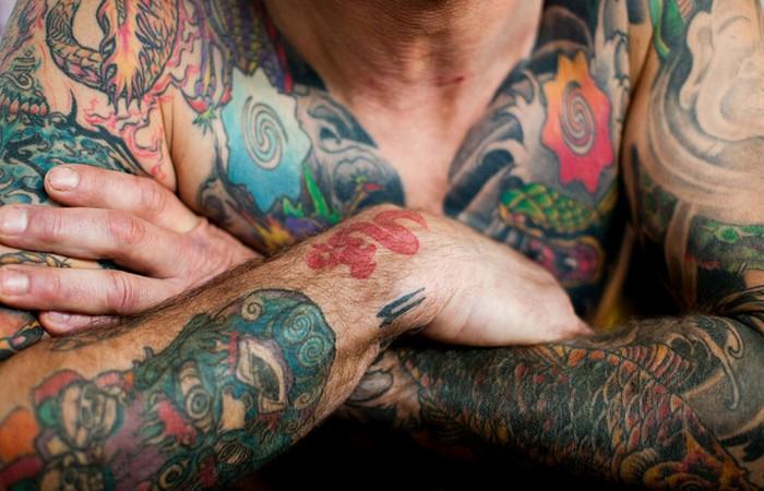 Принудительные татуировки в Австралии.