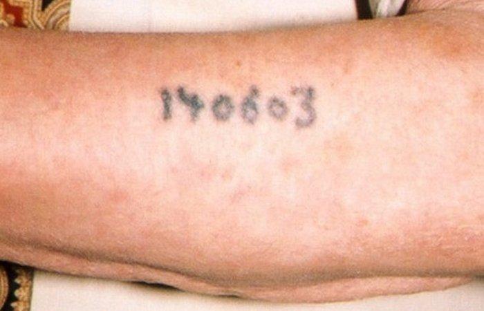 Принудительные татуировки Освенцима.