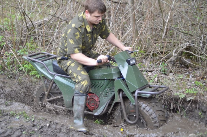 Мотоциклы грязи не боятся.