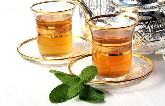 Смесь мяты, листьев зеленого чая и щедрой порции сахара.