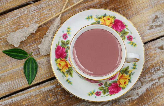 Черный чай, фисташки, миндаль, соль, молоко, кардамон, корица и анис.