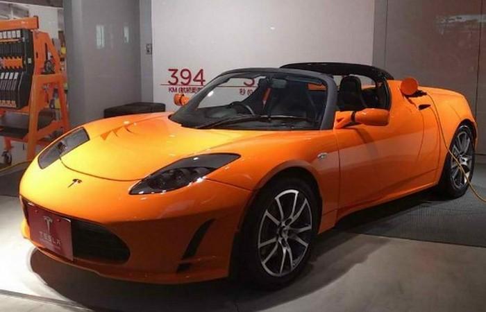 Технологическое достижение: Tesla Roadster.
