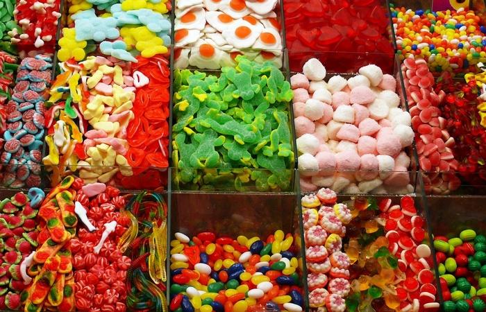Вредно для зубов: липкие конфеты и сладости.