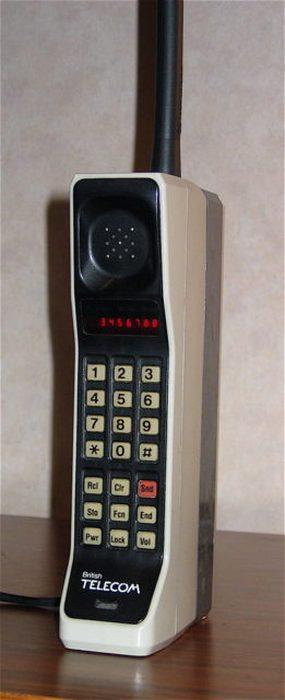 Motorola DynaTAC 8000X (1973).