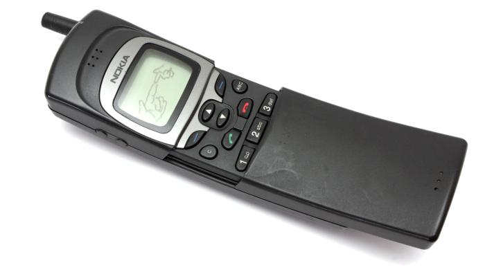 Nokia 8110 (1996).