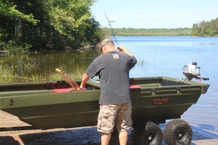 Простая и удобная лодка для рыбалки.