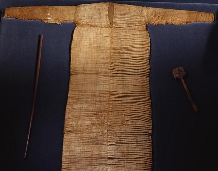 Туника из гробницы Среднего царства в Асьюте.