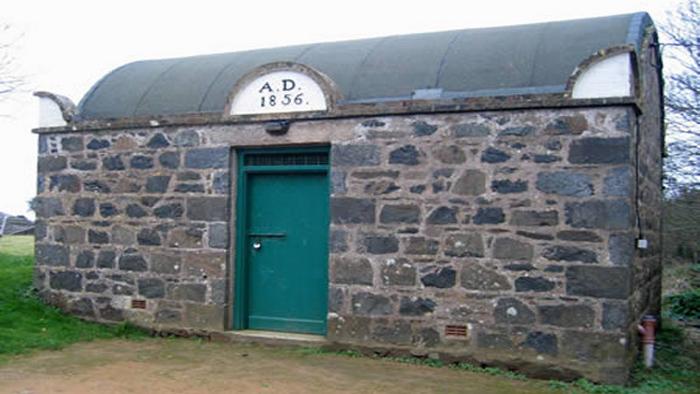 Крохотная тюрьма.
