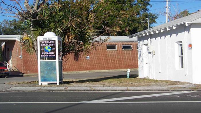 Наименьший полицейский участок города Карабелле, штат Флорида.