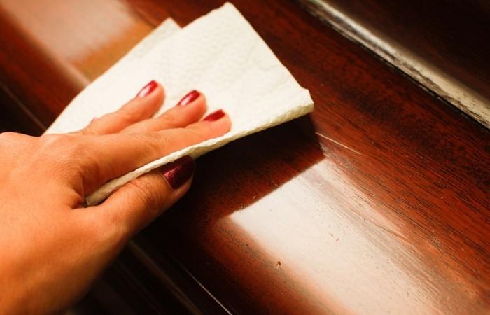Чай используют для очистки деревянной мебели.