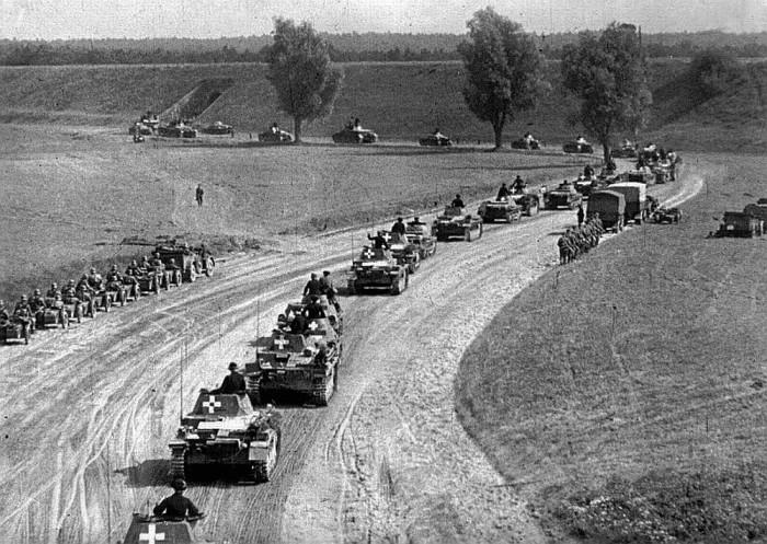 Вторжение в Польшу, а затем в СССР прошло без особых проблем для вермахта. |Фото: backbook.me.