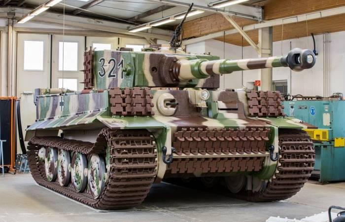 Инструкция о том, как уничтожить немецкий танк.