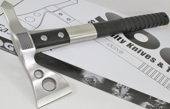 Универсальный инструмент SOG Tactical Tomahawk.