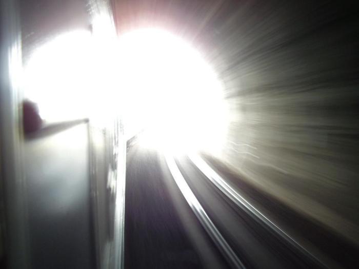 Избыток диоксида углерода может создать образ туннеля и белого света.