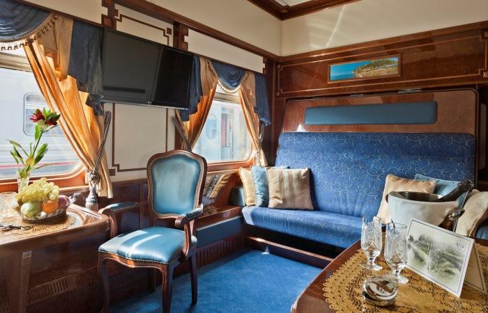 Роскошное купе одного из самых дорогих поездов в мире.