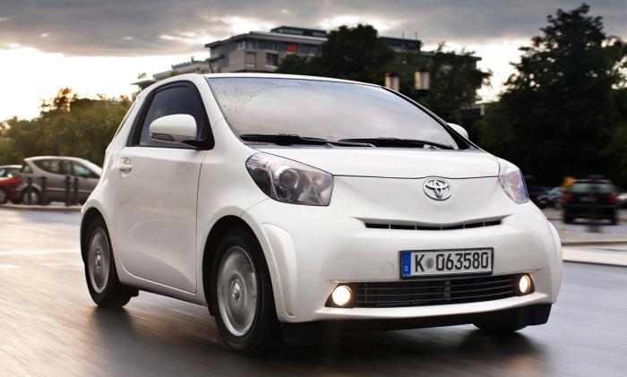 Достойное решение Toyota iQ.