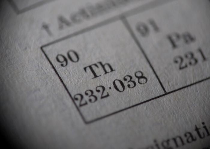 Торий - изотоп из таблицы Менделеева.