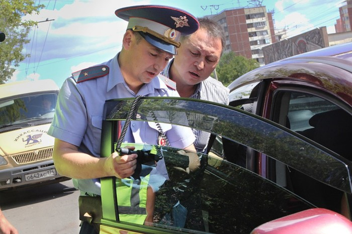 Проверка документов может стать только предлогом для поиска других нарушений. |Фото: kp.ru.