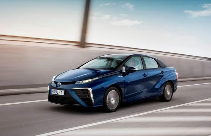 Toyota Mirai - первый водородный автомобиль