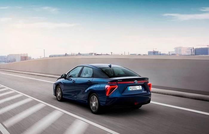 Toyota Mirai - от концепта к действующей модели.