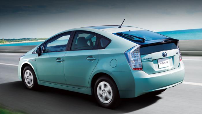 Toyota Prius: 4.7 литра га 100 км.