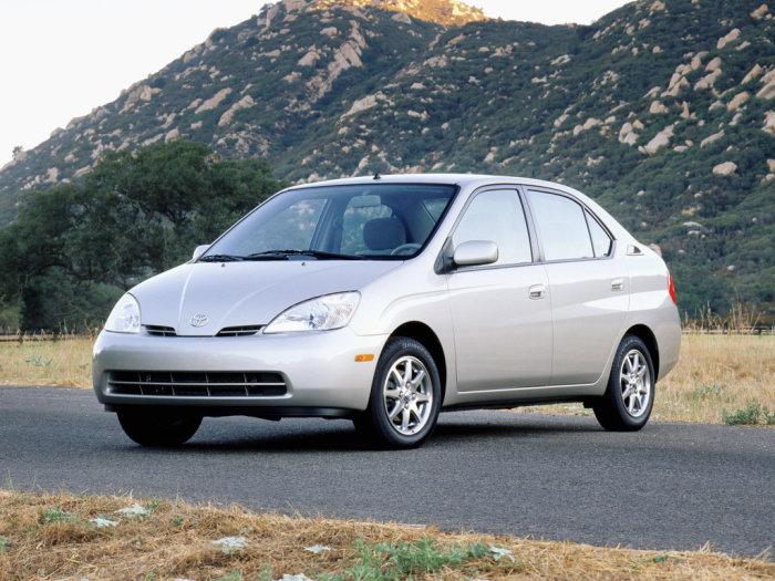 Toyota Prius - надёжно и экономично.