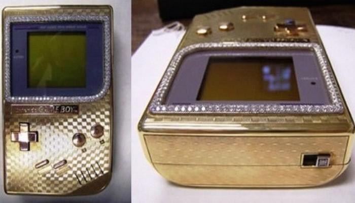 Золотой Nintendo Gameboy.