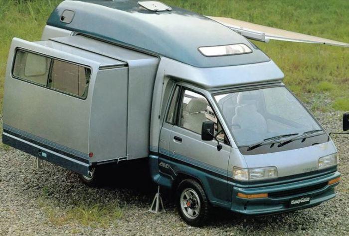 Toyota Camp Mate был первым подобным авто.