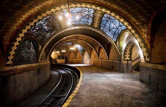 Нью-Йоркская станция метро «Сити Холл».
