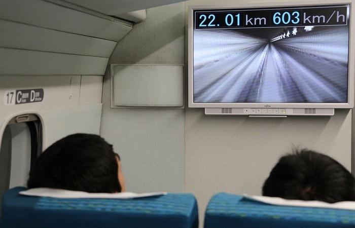 Сверхскоростные экспрессы разгоняются до 600 км/час.