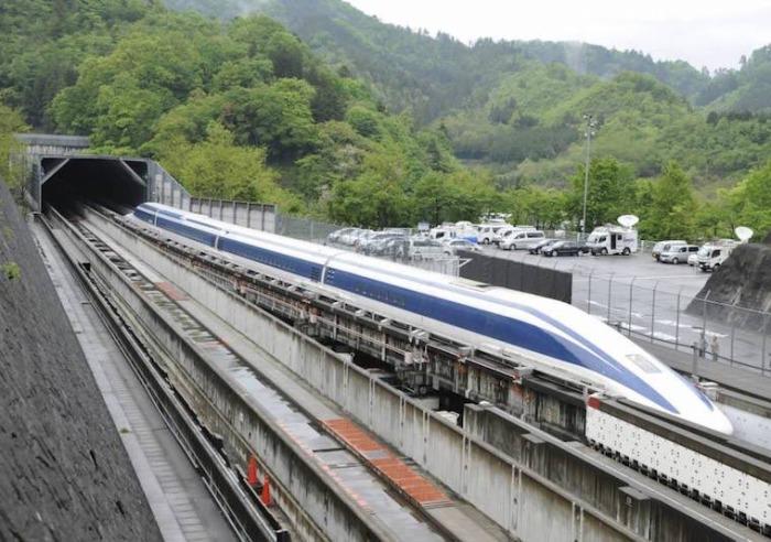Самый быстрый поезд Shinkansen на планете.