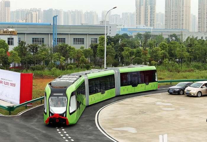 В Китае появился самый необычный трамвай.