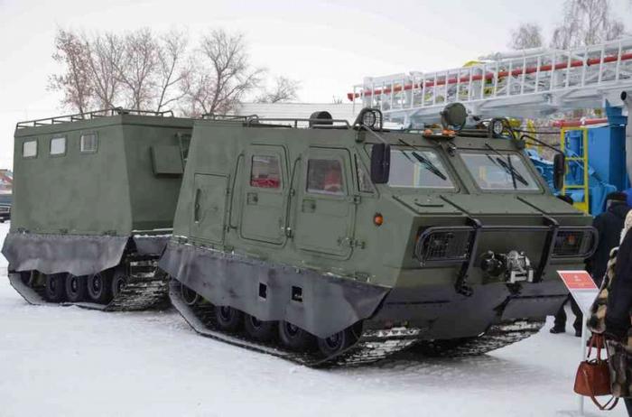Арктический гусеничный транспортер ДТ-3ПМ.
