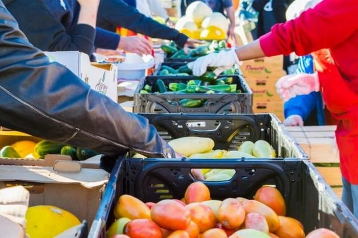 Готовить самому, покупая продукты на рынке.