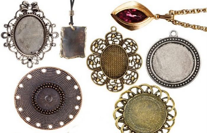 Модный лайфхак: ювелирные украшения на одежде.