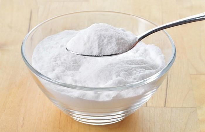 Модный лайфхак: сода и пероксид для отбеливания зубов.