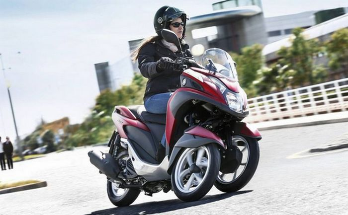 Наклонный трицикл Tricity от Yamaha.