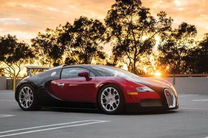 Bugatti Veyron - абсолютный гиперкар.