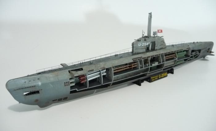 Подводная лодка в разрезе.