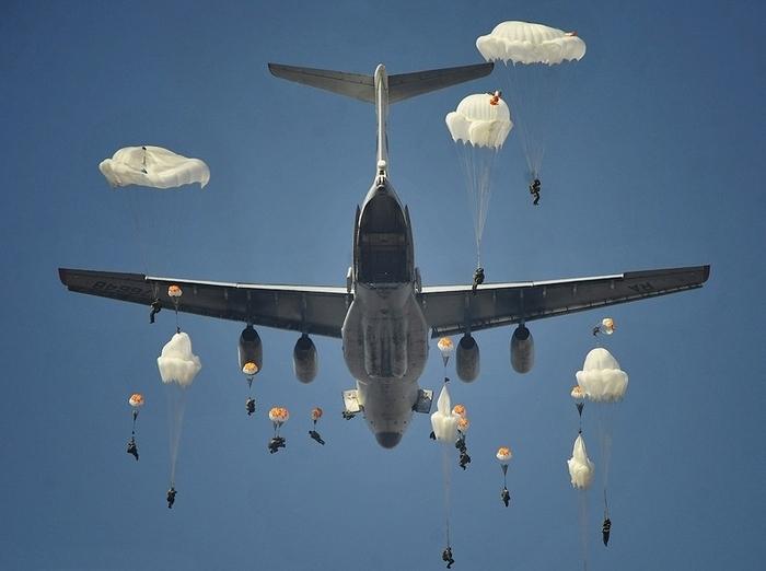 Фотографии с воздушных учений.