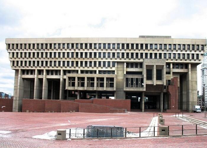 Здание бостонской ратуши.