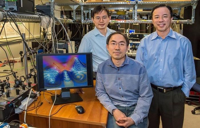 Группа ученых из Калифорнийского университета создала прототип плаща-невидимки.